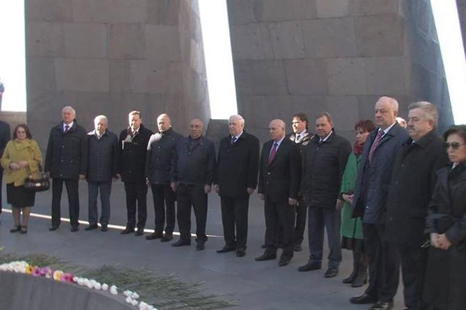 Член Совфеда Николай Рыжков и российские парламентарии почтили память жертв Геноцида армян