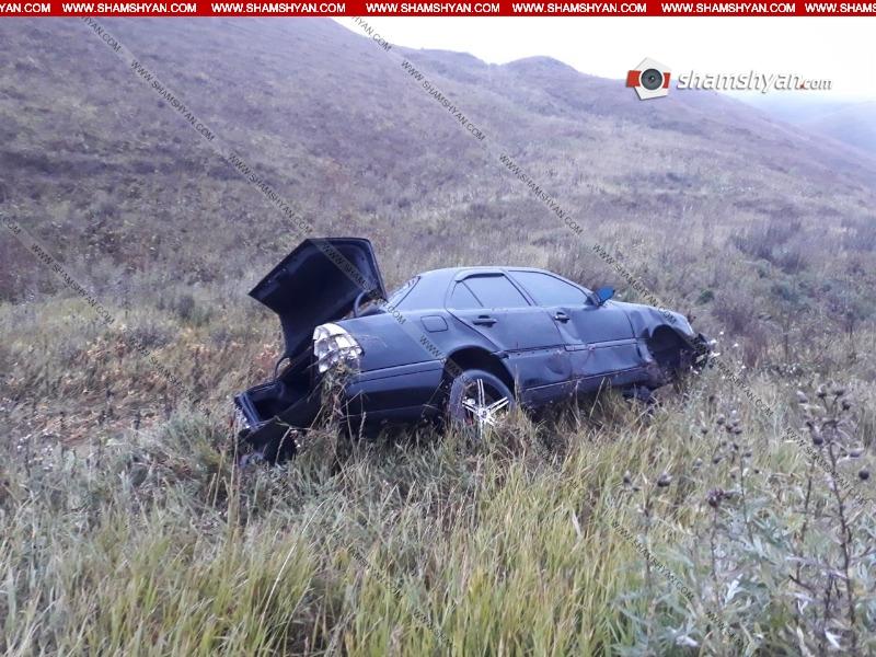 Գեղարքունիքի մարզում վարորդը Mercedes-ով դուրս է եկել երթևեկելի գոտուց և հայտնվել դաշտում. 3 հոգի հոսպիտալացվել է