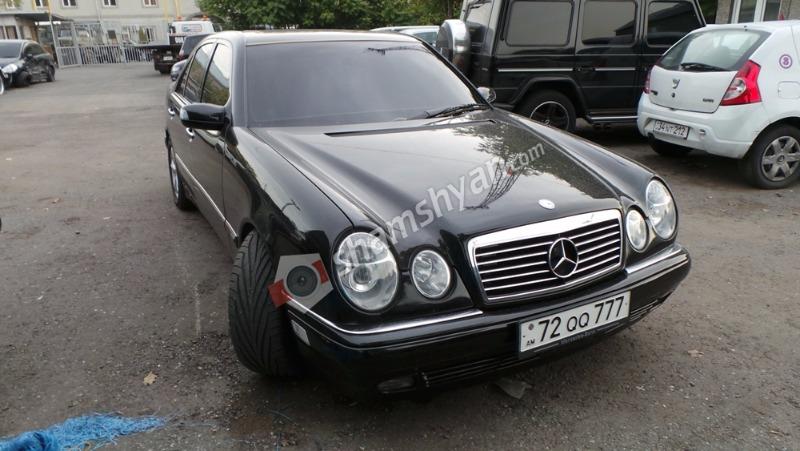 Երևանում 24-ամյա վարորդը Mercedes-ով վրաերթի է ենթարկել հետիոտնին (լուսանկարներ)