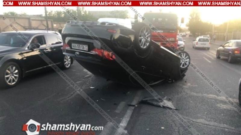 Խոշոր ավտովթար Երևանում. բախվել են Kia Forte-ն ու Lexus-ը. վերջինս գլխիվայր շրջվել է