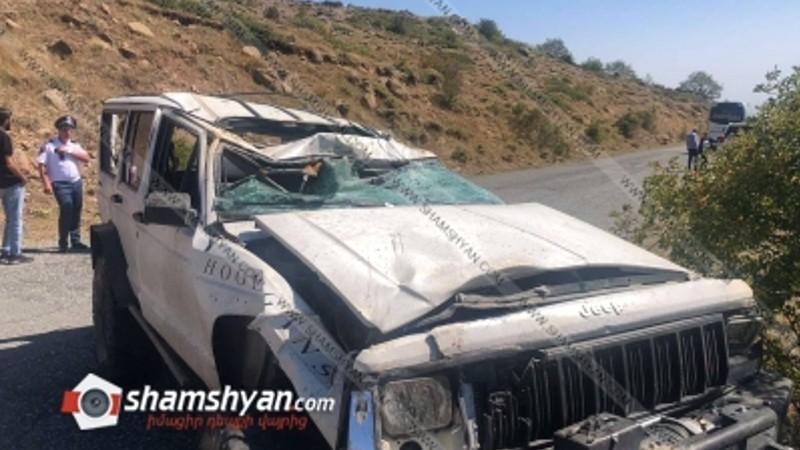 Խոշոր ավտովթար Արագածոտնի մարզում. Ամբերդ ամրոցի ճանապարհին Jeep Cherokee-ն վթարի է ենթարկվել և կողաշրջվել. կա վիրավոր