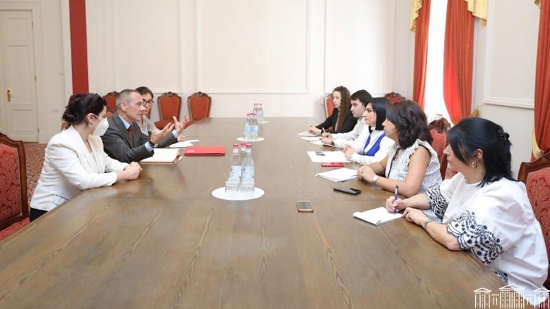 Թագուհի Թովմասյանը հանդիպեց Կարմիր խաչի միջազգային կոմիտեի պատվիրակության ղեկավարի հետ