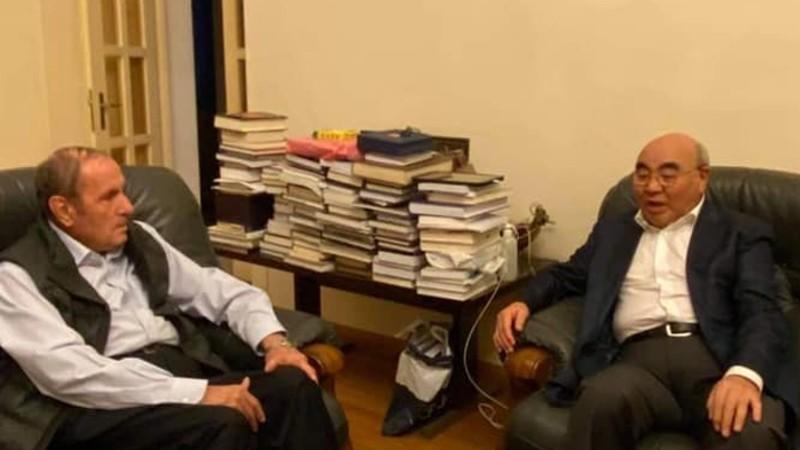 Լևոն Տեր-Պետրոսյանը հյուրընկալել է Ղրղզստանի նախկին նախագահ Ասկար Ակաևին