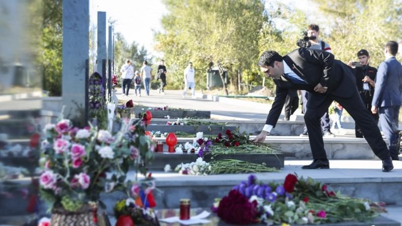 Խնկարկում եւ հարգանքի տուրք՝ Արցախյան 44-օրյա պատերազմի զոհերի հիշատակին