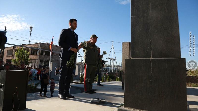 ՀՀ ԶՈՒ ԳՇ պետը մասնակցել է Արցախյան 44-օրյա պատերազմի տարելիցին նվիրված խաչքար-հուշակոթողների բացմանը (լուսանկարներ)