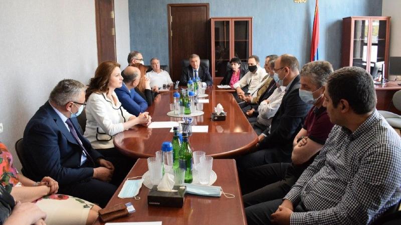 Գագիկ Ջհանգիրյանը ԲԴԽ անդամների հետ այցելել է դատարաններ