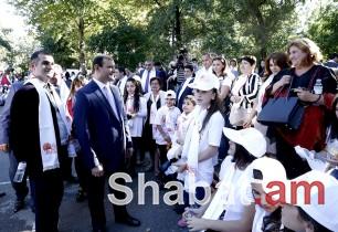 Տարոն Մարգարյանը հանդիպել է ՀՀ մարզերից և ԼՂՀ շրջաններից հյուրընկալված փոքրիկների հետ