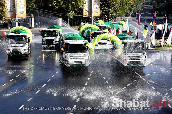 «Էրեբունի-Երևան -2797» տոնակատարության 2-րդ օրը մեկնարկել է ջրցան մեքենաների ավանդական շքերթով