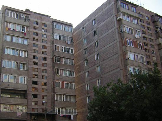 Երևանում քաղաքացին փորձել է ցած նետվել շենքի 4-րդ հարկի պատշգամբից