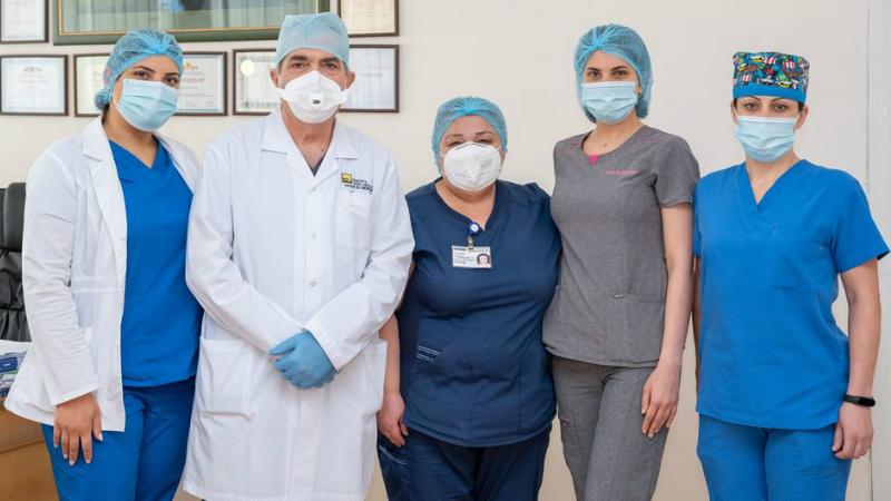 «Էրեբունի» ԲԿ-ի գինեկոլոգների թիմը 22-ամյա աղջկա որովայնից գիգանտ չափի կիստա է հեռացրել՝ 20 լիտր հեղուկով