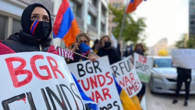 Հայերը բողոքի ակցիա են արել BGR լոբբիստական ընկերության դիմաց՝ պահանջելով խզել կապերն Ադրբեջանի հետ (լուսանկարներ)
