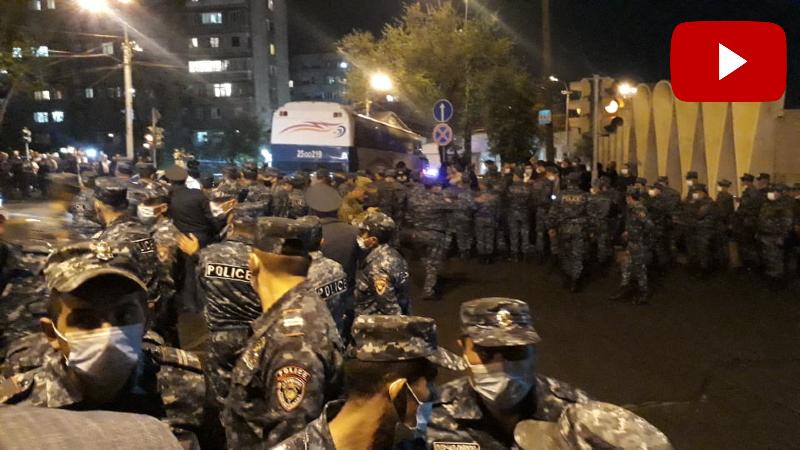 Վարչապետի հրաժարականը պահանջող քաղաքացիները կառավարական ամառանոցի մոտ են. ոստիկանական մեծ ուժեր են կուտակված (ուղիղ միացում)