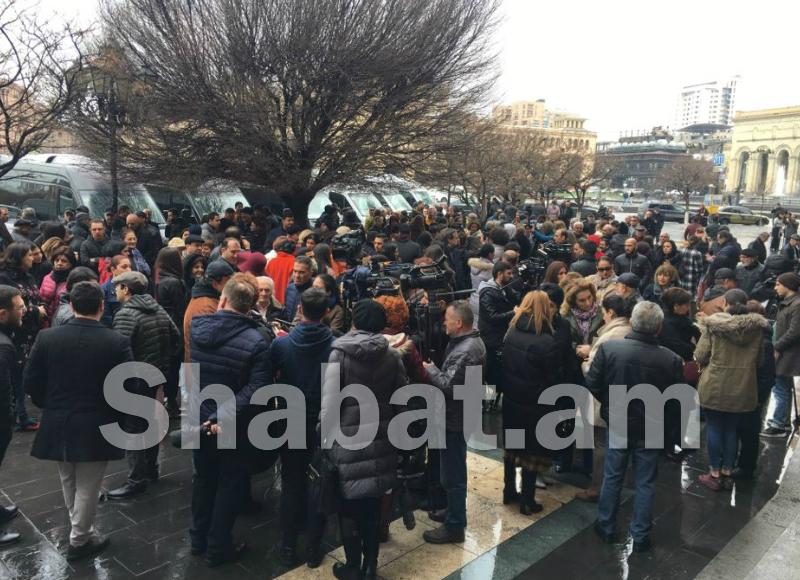 Բողոքի ակցիա կառավարության դիմաց. պահանջում են Նազենի Ղարիբյանի հրաժարականը