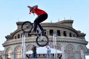 Սպորտային փառատոնը Երևանում մեկնարկեց հեծանվային մեծ մարաթոնով