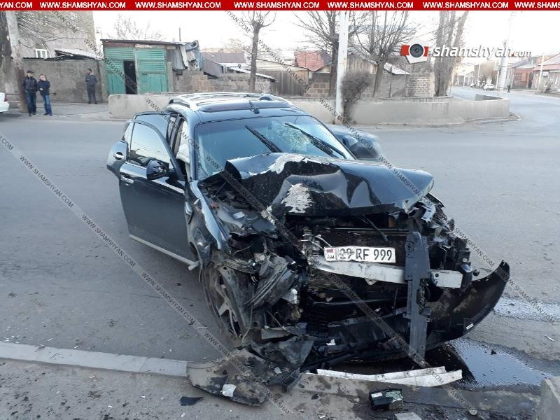 Գյումրիում  28-ամյա վարորդը Infiniti-ով բախվել է լուսակիրի սյանը. նրան տեղափոխել են հիվանդանոց