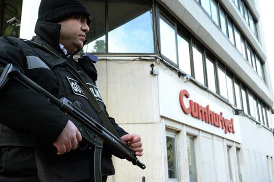 Թուրքիայում ազատազրկման են դատապարտել Cumhuriyet թերթի հոդվածագիրներին