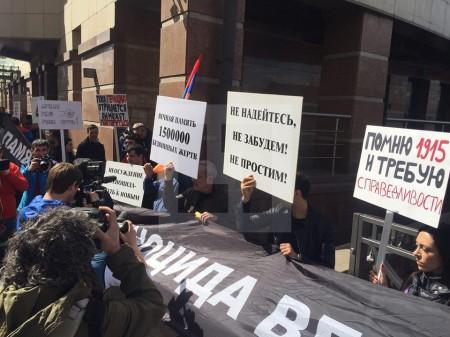 Մոսկվայում Թուրքիայի դեսպանատան առջև հայերը ցույցեր են սկսել (լուսանկարներ)