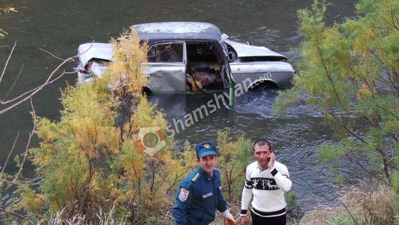 «Москвич 412»–ն ընկել է Արփա գետը