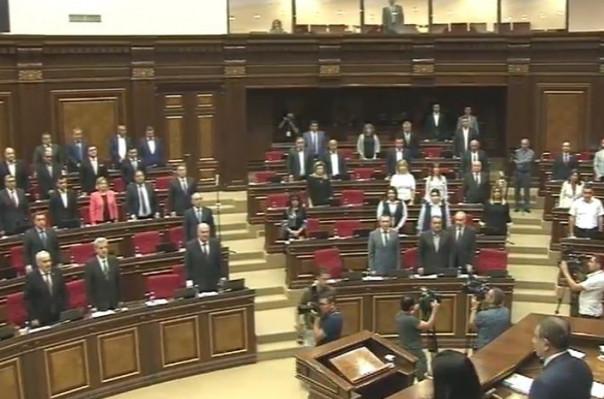 Ազգային ժողովը նիստը սկսեց մեկ րոպե լռությամբ` հարգելով Շառլ Ազնավուրի հիշատակը