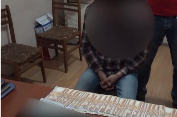Երեւանում երիտասարդը տեսանկարահանել է ընկերուհու հետ կապը, պահանջել 6 մլն՝ չհրապարակելու համար (տեսանյութ)