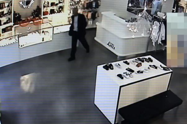 Քաղաքացին երևանյան խանութից դրամապանակ է գողանում (տեսանյութ)