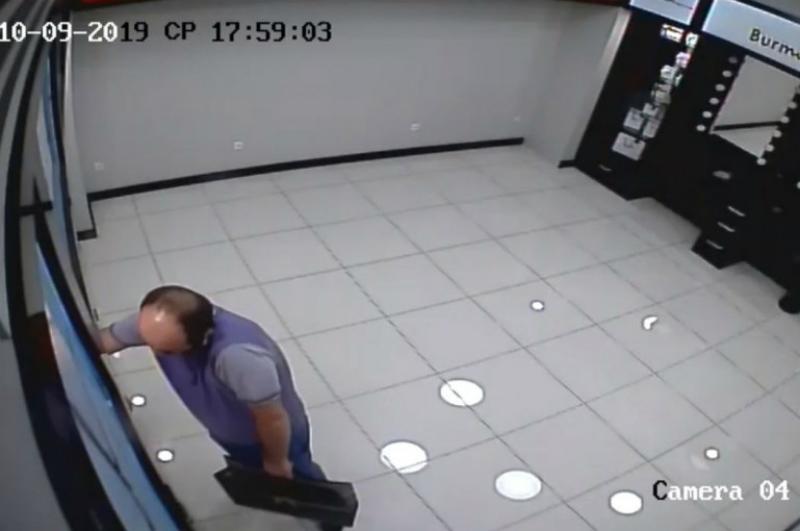 Տեսախցիկը ֆիքսել է օծանելիքի երևանյան խանութ-սրահից արված կողոպուտը. որոնվում է տեսանյութում պատկերված տղամարդը (տեսանյութ)