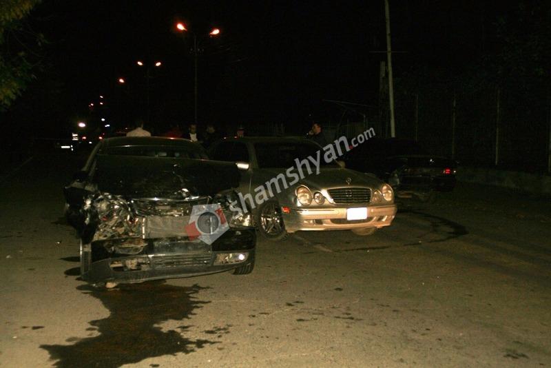 Շղթայական ավտովթար Ալավերդի քաղաքում. բախվել են 3 Mercedes-ները, Audi-ն և 06-ը. (լուսանկարներ, տեսանյութ)