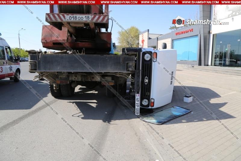 Խոշոր ավտովթար Երևանում. բախվել են վերամբարձ կռունկն ու Нива-ն