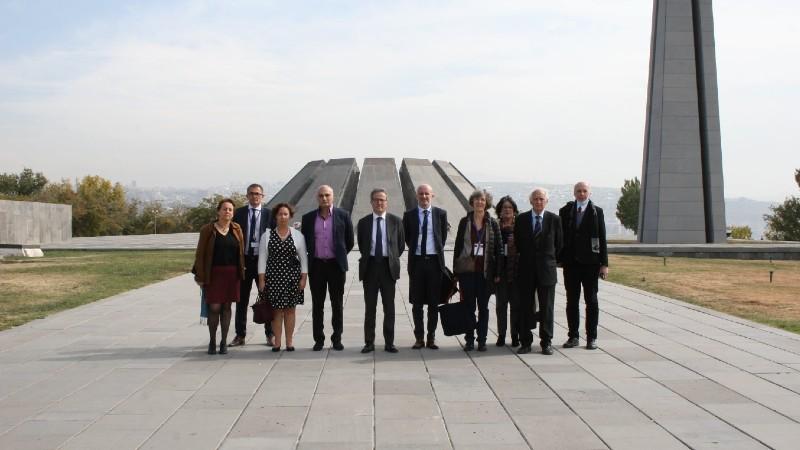 Ֆրանսիայից ժամանած բժիշկներն այցելել են Հայոց ցեղասպանության հուշահամալիր (լուսանկարներ)