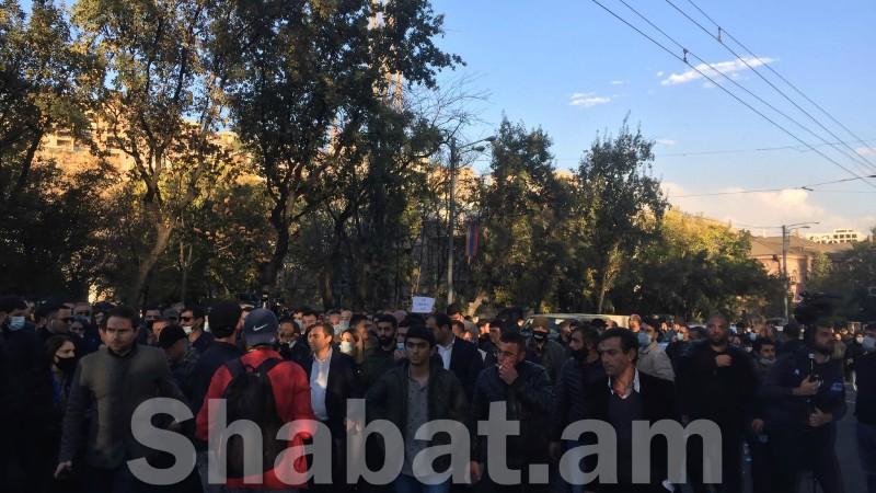 Երևանի տարբեր փողոցներ փակած ակցիայի մասնակիցներից 80 անձ բերման է ենթարկվել ոստիկանություն