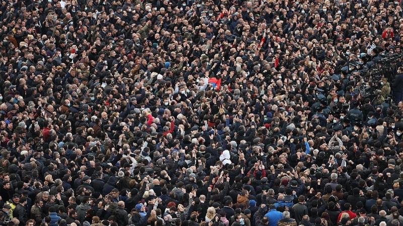 Հայաստանում կորոնավիրուսի թվերը շարունակում են աճել, բայց, չնայած սրան, իշխանությունն ու ընդդիմությունը հանրահավաքներ են կազմակերպում. «Ժողովուրդ»