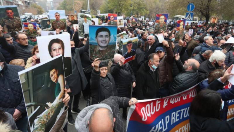 Անհետ կորած զինվորների, գերիների ծնողներին վարչապետի որոշ թիմակիցներ ուղղորդել են Արցախ. «Ժողովուրդ»