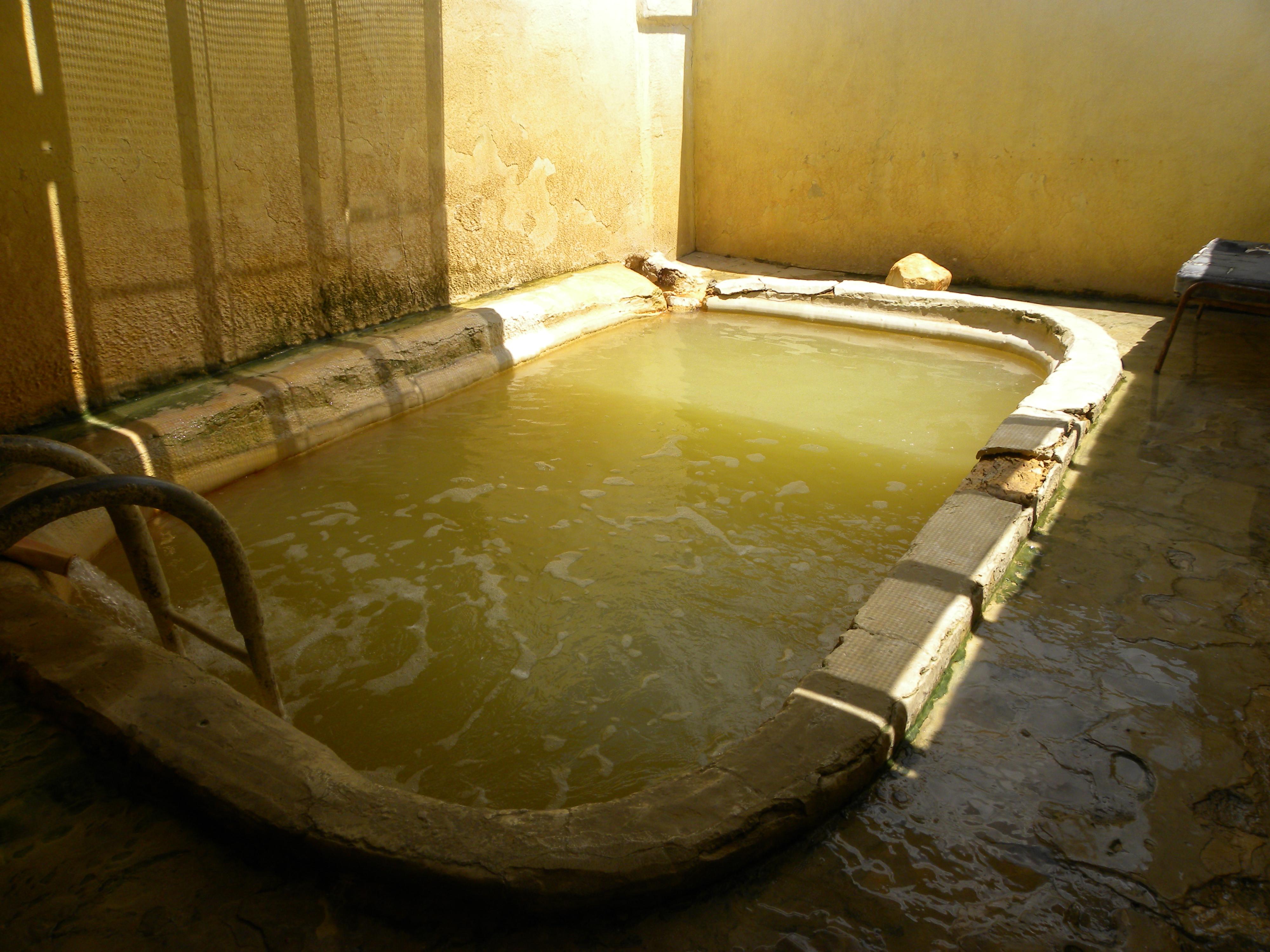 Աշխատեցրել, բայց չեն վճարում. լողավազանն էլ մաքրում են փոշեկուլով. «Չորրորդ իշխանություն»