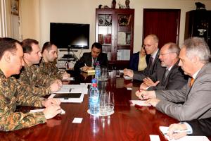 ՊՆ-ում քննարկվել են Ադրբեջանի սանձազերծած լայնածավալ հարձակողական գործողություններին առնչվող հարցեր
