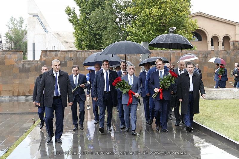 Հարգանքի տուրք՝ երջանկահիշատակ վարչապետ Անդրանիկ Մարգարյանի հիշատակին (լուսանկարներ)