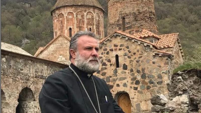 Տեր Հովհաննեսը Դադիվանքի խաչքարերն ու զանգերը Հայաստան է բերում