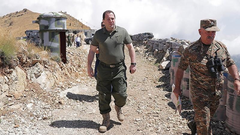Դավիթ Տոնոյանին հաջողվում է բանակը զերծ պահել քաղաքական շահարկումներից. «Փաստ»