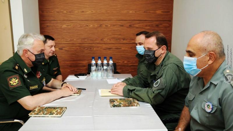 Դավիթ Տոնոյանը հանդիպել է ՌԴ պաշտպանության փոխնախարարի հետ