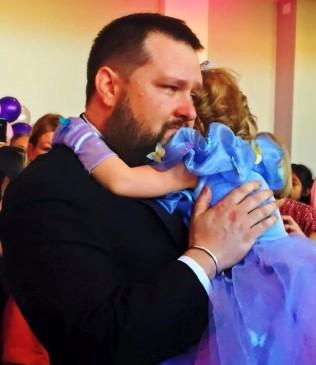 Իմանալով, որ դա իրենց դստեր ծննդյան վերջին տարեդարձն է, ծնողներն այն վերածեցին անհավանական տոնի