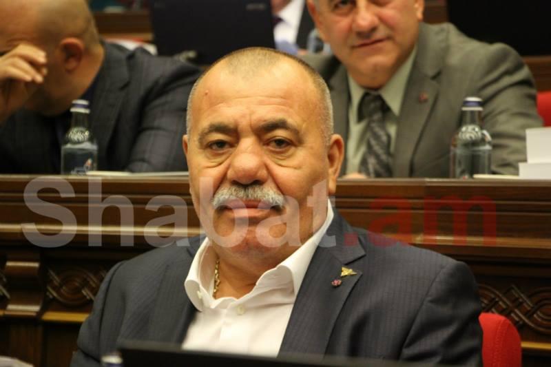 Մանվել Գրիգորյանի գործով դատական նիստը 15 րոպեով ընդմիջվեց. Գրիգորյանի մոտ շնչահեղձություն է սկսվել