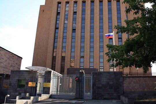 Երախտագիտության հավաք՝ ՀՀ-ում Ռուսաստանի դեսպանատան դիմաց