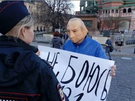 Մոսկվայում Պուտինի դիմակով 4 ակտիվիստ է ձերբակալվել