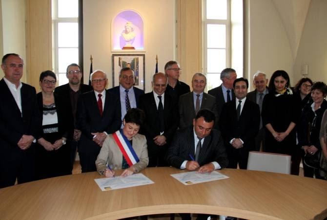 Արցախի Մարտունի և Ֆրանսիայի Բուր-դե-Պեաժ քաղաքների միջև ստորագրվել է բարեկամության հռչակագիր