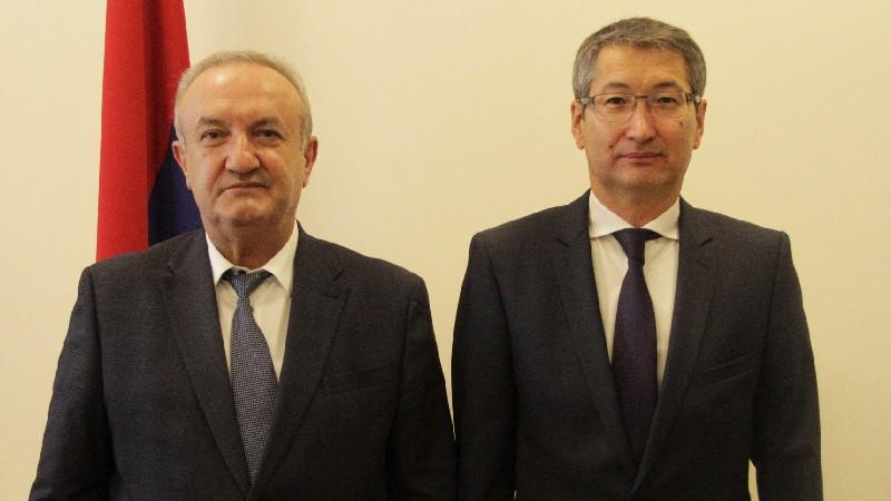 Վահրամ Դումանյանն ընդունել է ՀՀ-ում Ղազախստանի դեսպանին