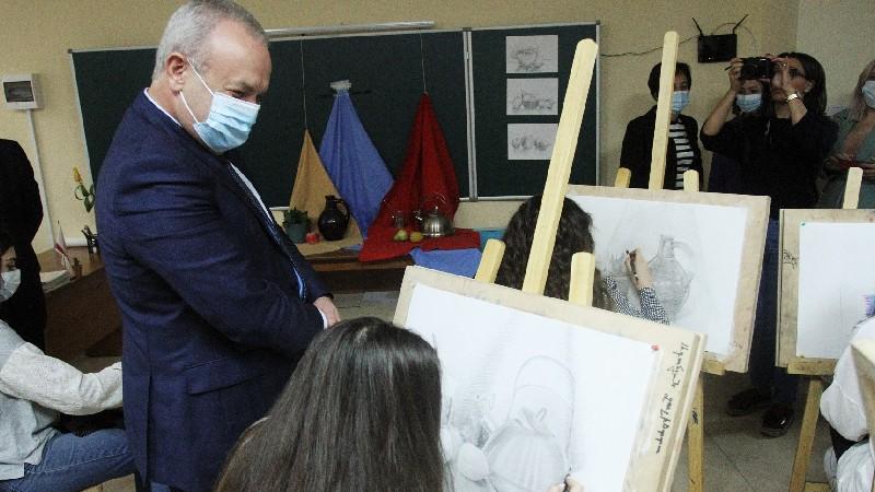 Արժևորելով ուսուցչի դերն ու առաքելությունը. տոնի շրջանակում Վ. Դումանյանն այցելել է ՀՊՄՀ հենակետային վարժարան