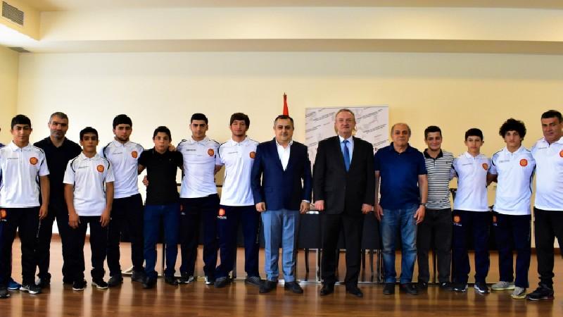 Վահրամ Դումանյանը հանդիպել է ըմբշամարտի պատանեկան և երիտասարդական հավաքականների հետ