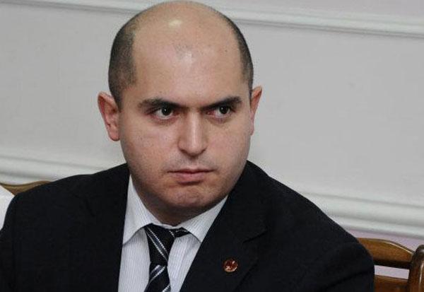 Արմեն Աշոտյանը նոյեմբերի 6-ից վարելու է նոր քաղաքական հաղորդում.«Հրապարակ»