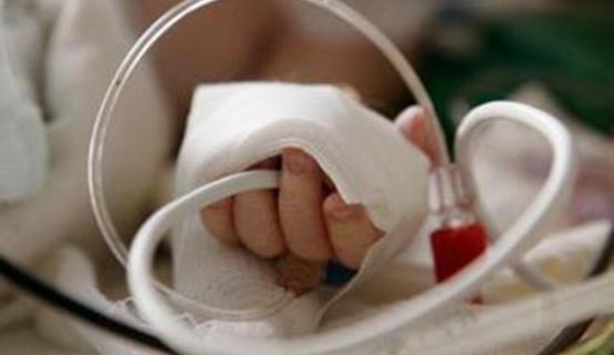 Արմավիրում 2-ամյա երեխան մահացել է մեխանիկական շնչահեղձության պատճառով. քրեական գործի հարուցումը մերժվել է