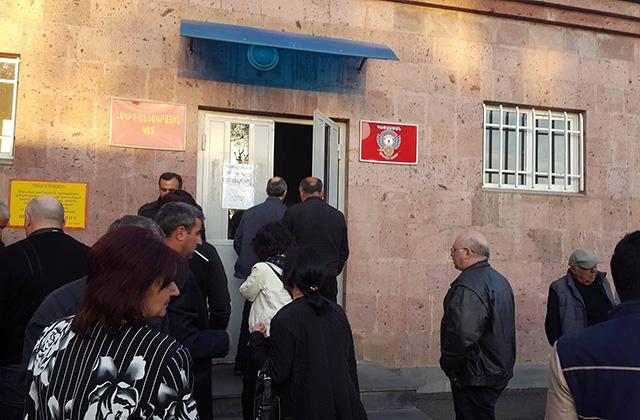 Սերժ Սարգսյանն այցելեց ՀՀ ՊՆ կենտրոնական կլինիկական զինվորական հոսպիտալ