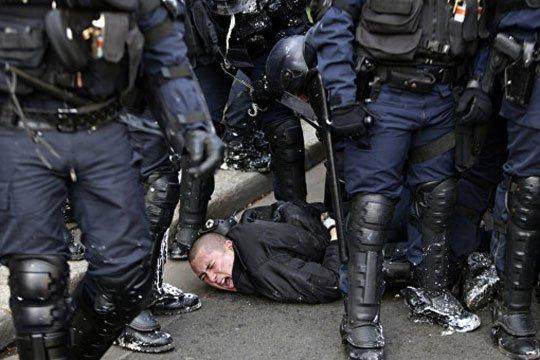 Փարիզում երիտասարդության ցույցի ժամանակ մոտ 130 մարդ ձերբակալվել է